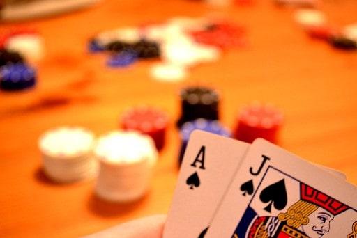オンラインカジノのブラックジャックのメリット